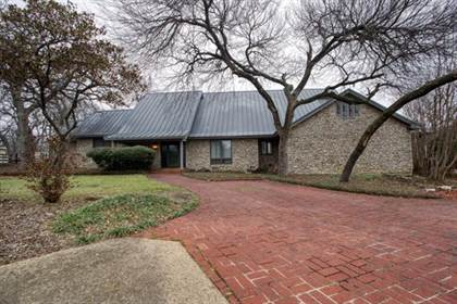 Residential Property for sale in 2115 Oak Hill Drive, Fort Worth, TX, 76112