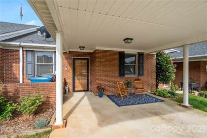 Residential Property for sale in 19988 Oak Leaf Circle, Cornelius, NC, 28031