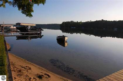 Residential Property for sale in 7811 HILLSIDE DRIVE, Traverse City, MI, 49684