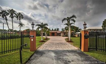 Residential Property for sale in 8220 Miller Dr, Miami, FL, 33143