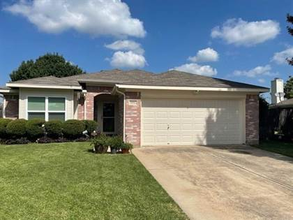 Residential for sale in 5911 Colebrook Court, Arlington, TX, 76017