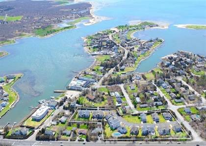 Condominium for sale in 28 Pond Crossing, Southampton, NY, 11968