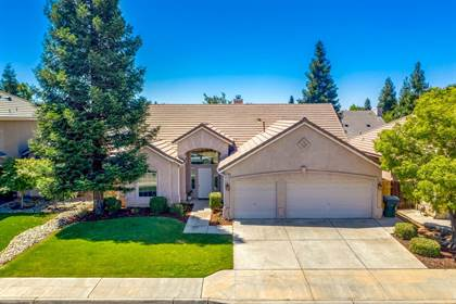 Residential for sale in 2789 E Palisade Drive, Fresno, CA, 93720