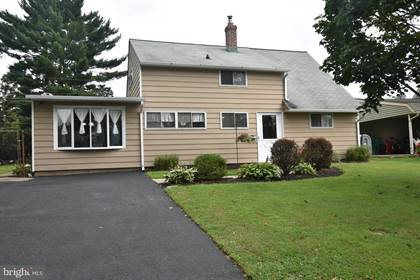 Residential Property for sale in 25 GOLDEN GATE ROAD, Levittown, PA, 19057
