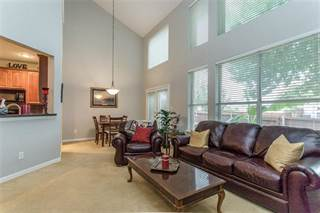 Townhouse for sale in 9861 Castlewood Drive, Plano, TX, 75025