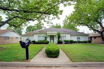 Residential for sale in 1305 N Westador Drive, Arlington, TX, 76015