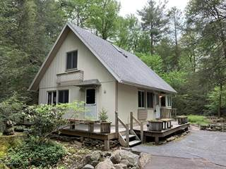 Houses & Apartments for Rent in Pocono Farms, PA from $1,400