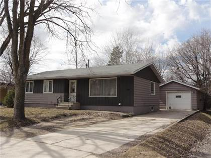 Prime For Sale 110 Barkman St Steinbach Manitoba R5G0V2 More On Point2Homes Com Beutiful Home Inspiration Aditmahrainfo