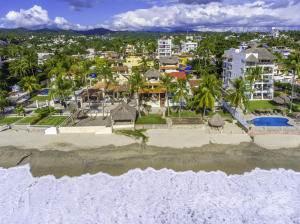 Residential Property for sale in BEACHFRONT VILLA | 9 BEDROOMS | RENTAL MACHINE | TRADITIONAL POOL, Nuevo Vallarta, Nayarit