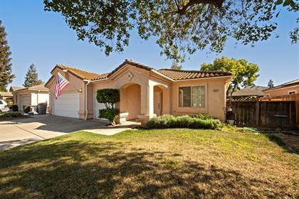 Residential for sale in 5609 W Decatur Avenue, Fresno, CA, 93722