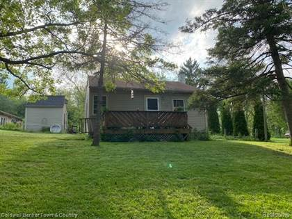 Residential Property for sale in 6130 ISLAND LAKE Drive, Brighton, MI, 48116