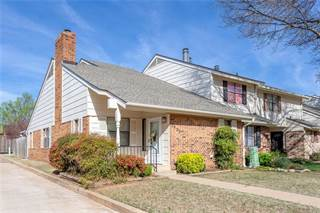 Townhouse for sale in 2903 Village Circle, Oklahoma City, OK, 73013