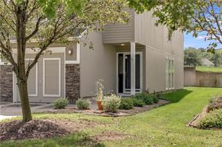 Townhouse for sale in 3226 SW Shadow Brook Drive, Blue Springs, MO, 64015