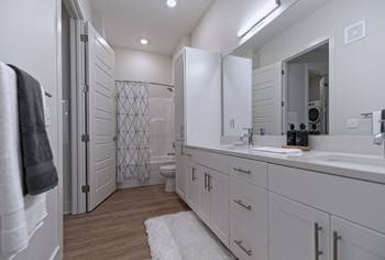 Apartment for rent in 420 Monroe Avenue, Memphis, TN, 38103