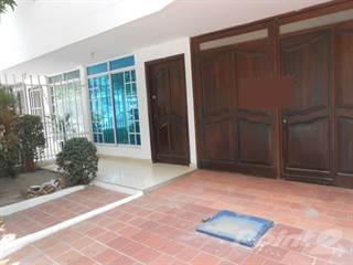 Residential Property for sale in En venta amplia casa de 2 pisos, barrio Jardín, excelente estado Santa Marta., Santa Marta, Magdalena