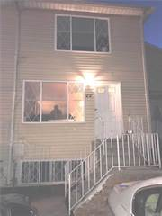 Townhouse for sale in 22 Greenfield Ct, Staten Island, NY, 10304
