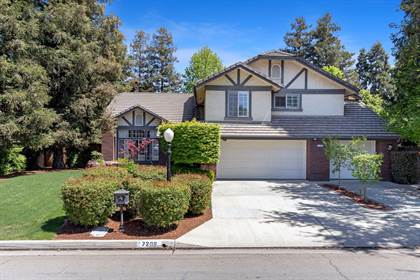 Residential for sale in 7208 N Antioch Avenue, Fresno, CA, 93722
