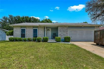 Residential for sale in 6604 High Country Trail, Arlington, TX, 76016