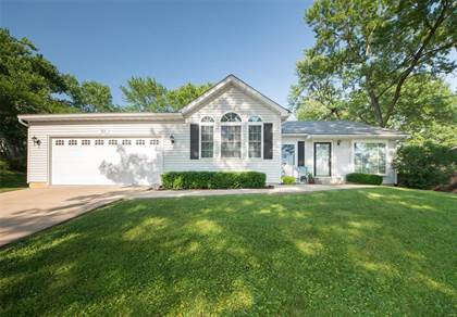 Residential for sale in 915 Crestland Drive, Ballwin, MO, 63011