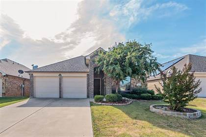 Residential for sale in 943 Bridle Bit Drive, Arlington, TX, 76010