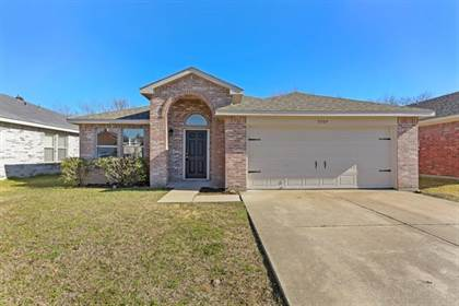 Residential for sale in 5509 Londonderry Court, Arlington, TX, 76018