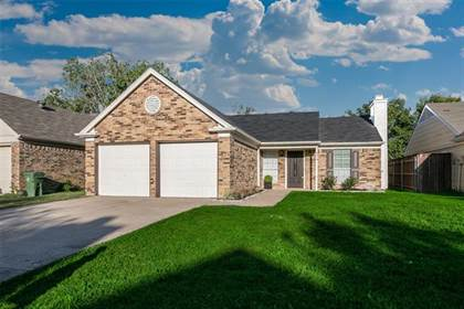 Residential for sale in 5519 Twin Timbers Drive, Arlington, TX, 76018
