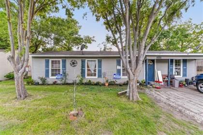 Residential for sale in 900 Skylark Drive, Arlington, TX, 76010