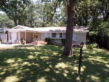 Residential for sale in 811 Clover Park Drive, Arlington, TX, 76013
