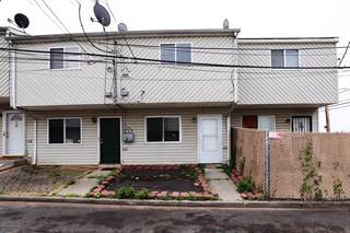 Townhouse for sale in 16 Betty Court, Staten Island, NY, 10303