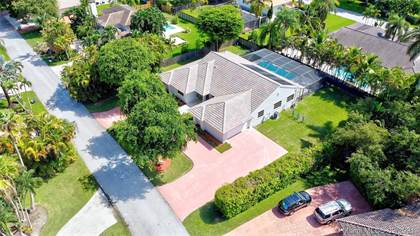 Residential for sale in 13725 SW 109th Ct, Miami, FL, 33176