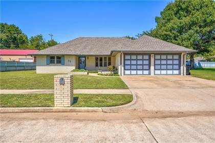 Residential for sale in 27 SW 97th Street, Oklahoma City, OK, 73139
