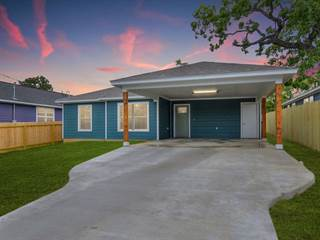 Single Family for sale in 1943 McArthur, Kingsland, TX, 78639