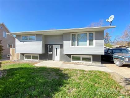 Residential Property for sale in 73 12th STREET NE, Weyburn, Saskatchewan, S4H 1K4
