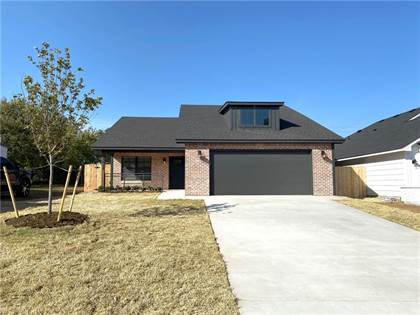 Residential for sale in 2937 Cashion Place, Oklahoma City, OK, 73112