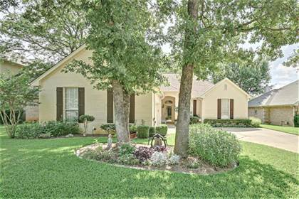 Residential for sale in 7305 Heritage Oaks Court, Arlington, TX, 76001