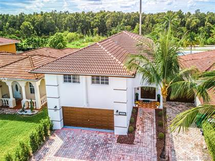 Residential for sale in 3442 SW 156th Ct, Miami, FL, 33185