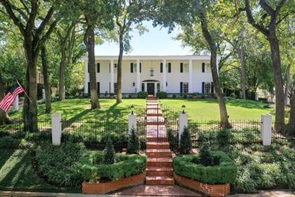Residential Property for sale in 4106 Shady Valley Drive, Arlington, TX, 76013
