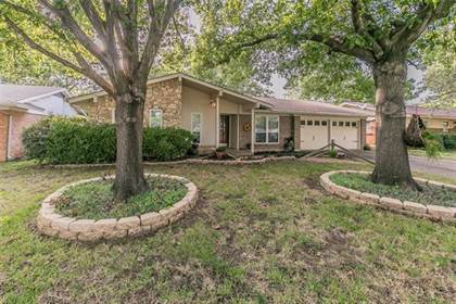 Residential for sale in 1410 Apache Street, Arlington, TX, 76012