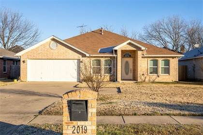 Residential for sale in 2019 Norwood Lane, Arlington, TX, 76013