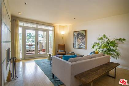 Residential Property for sale in 2222 N Beachwood Dr 104, Los Angeles, CA, 90068