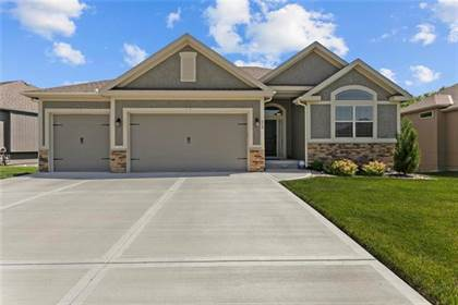 Residential for sale in 519 NW 110th Terrace, Kansas City, MO, 64155
