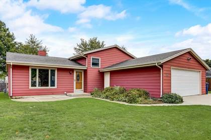 Residential Property for sale in 8520 S Woodvale Dr, Oak Creek, WI, 53154