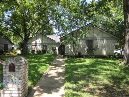 Residential for sale in 2001 Heather Way Drive, Arlington, TX, 76012