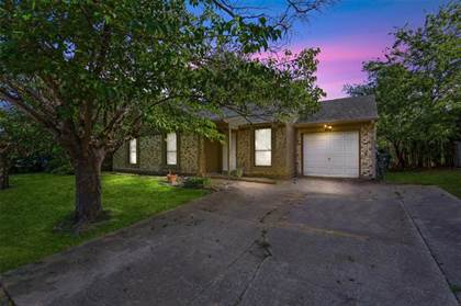 Residential for sale in 810 Cavalier Drive, Arlington, TX, 76017