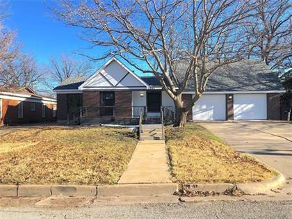 Residential for sale in 2945 Ryan Place Drive, Fort Worth, TX, 76110