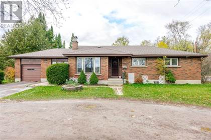 Fabulous For Sale 967 Clonsilla Ave Peterborough Ontario K9J5Y2 More On Point2Homes Com Download Free Architecture Designs Intelgarnamadebymaigaardcom