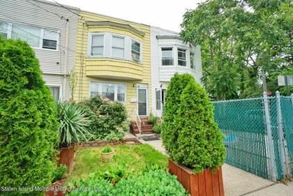 Propiedad residencial en venta en 823 W Fingerboard Road, Staten Island, NY, 10305