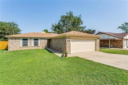 Residential Property for sale in 5915 Willow Branch Drive, Arlington, TX, 76017