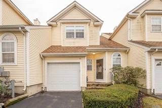 Townhouse for sale in 25 Blueberry Court 25, Melville, NY, 11747
