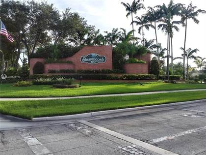 Residential for sale in 14021 N Forest Oak Cir, Davie, FL, 33325